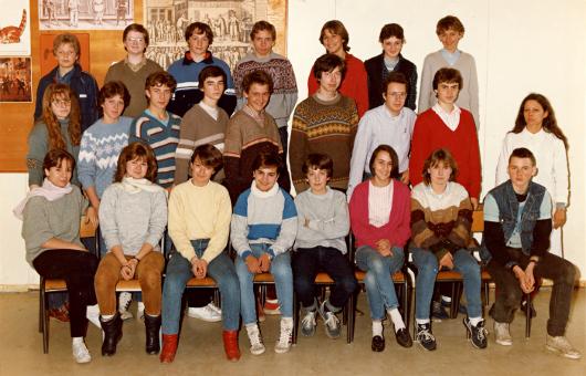 Quand j'étais un peu punk (tout à droite, surveillé par la prof de maths).