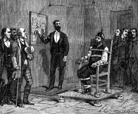 William Kemmler, premier homme à être exécuté sur la chaise électrique, en 1891, pour avoir assassiné sa concubine à l'aide d'une hache     eures du matin à la Prison d'Auburn. Ses avocats firent appel, arguant du fait que l'électrocution était une punition atroce et inhabituelle; George Westinghouse, un de ceux qui soutenaient l'usage du courant alternatif comme norme pour la distribution d'énergie, appuya leur appel, qui fut cependant rejeté en partie parce que Thomas Edison approuva la position de l'État (Edison soutenait l'usage du courant continu pour la fourniture de courant, et on pense que c'est lui qui a vu dans la publicité qui entourait la chaise électrique un moyen de convaincre l'opinion que le courant alternatif était dangereux). Les détails pratiques concernant la chaise électrique furent mis au point par le premier « Électricien d'État », Edwin Davis (en).