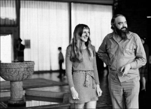 Stafford Beer et son assistante Sonia Mordojovich.