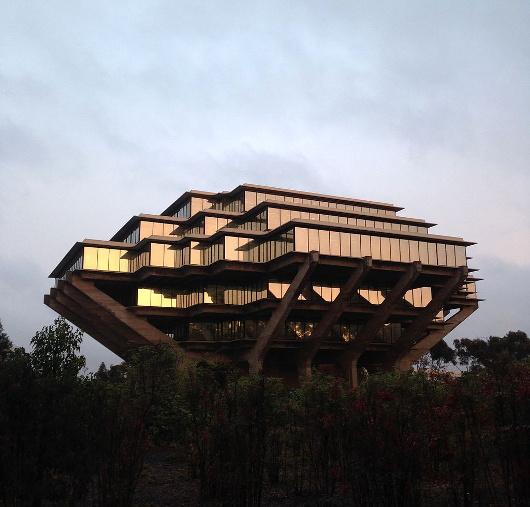 La bibliothèque Geisel, à l'université de Californie à San Diego. Photo de FASTILY (licence CC-SA)