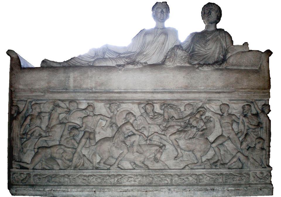 Louvre_Sarcophage_180_ap_JC_combat_entre_les_Grecs_et_les_Amazones_reduct01