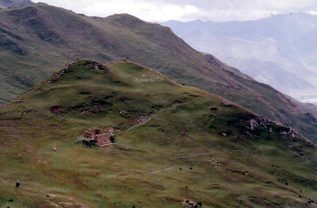 Sky_burial_site,_Yerpa_Valley