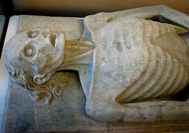 640px-Gisant_Guillaume_de_Harcigny_Musée_de_Laon_280208_1