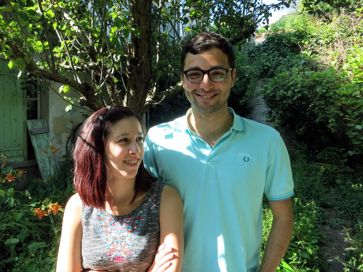 Julien et Sandra, dans mon jardin.
